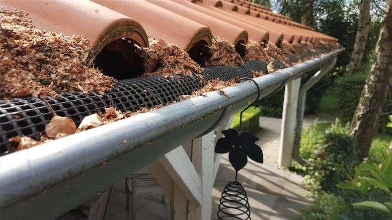 polynet gootdrain bladvanger in dakgoot